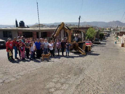 [Video] Vecinos ponen en marcha inicio de pavimentación en la calle Miguel Trillo