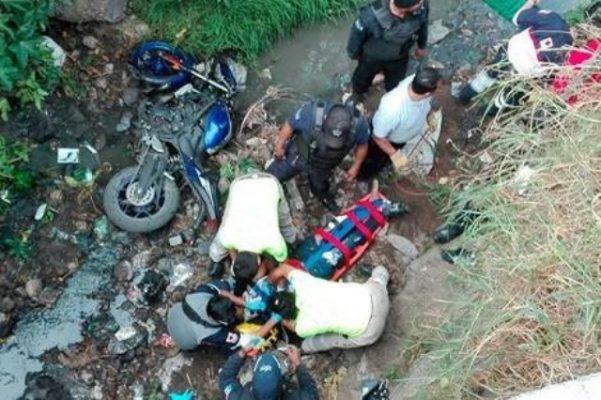 Muere motociclista al caer a un barranco en Guadalupe y Calvo
