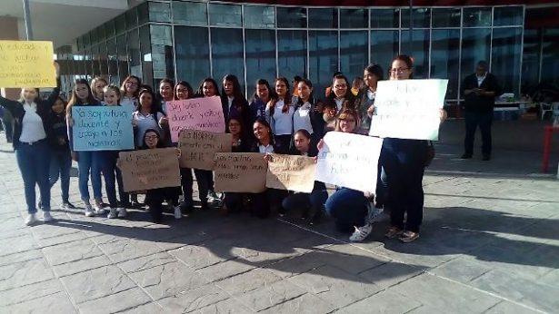 [Videos] Surgieron inquietudes entre maestros por posible cese: tercer día de protesta