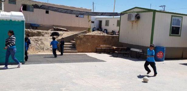 """Síndico Municipal instaló  """"Malla-sombra"""" en escuela de la colonia Parral Vive"""