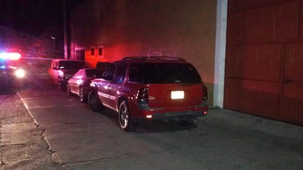 Hurtan vehículo particular en la calle Norberto Domínguez, durante la madrugada