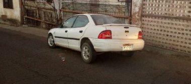 Se impacta vehículo contra muro de vivienda en la colonia Héroes de la Revolución