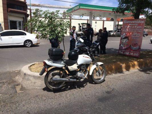 Colisiona vehículo particular y motocicleta en la avenida Centenario