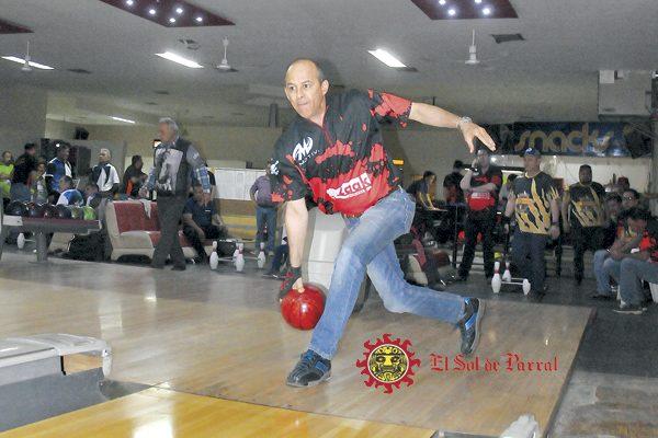 Zaak Pinturas, campeón del rol regular del torneo de boliche de Los Lunes