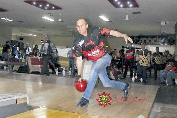 Zaak Pinturas, nuevo líder del torneo de boliche de Los Lunes