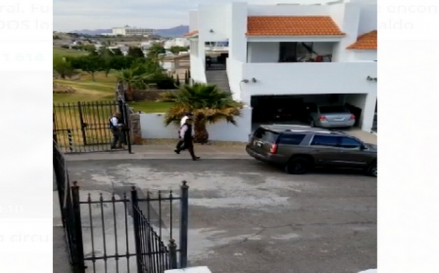 Escoltas ponen a salvo al gobernador Javier Corral tras ataque a estatales