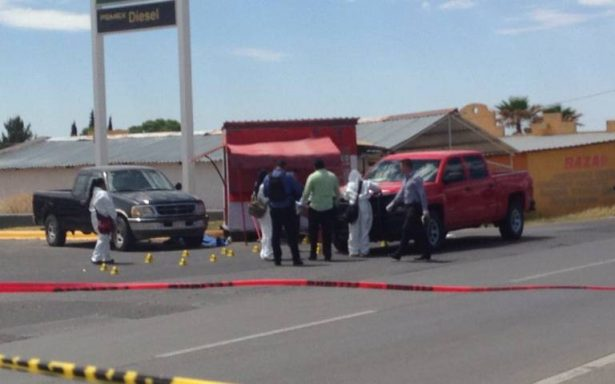 Asesinan a dos elementos de la Fiscalía en gasolinera de Aldama