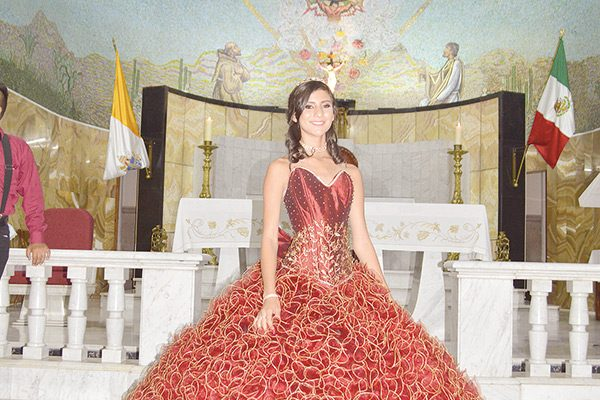 Yajaira Corral Payán Presidió Fiesta de Quince Años