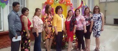 Festejo de Jubilación Para la Profra. Rosa Imelda Hernández