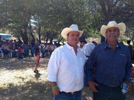 Convive candidato Otto Valles con la gente de Matamoros