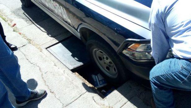 Cae unidad de Seguridad Publica en hoyo ubicado en la calle Circunvalación