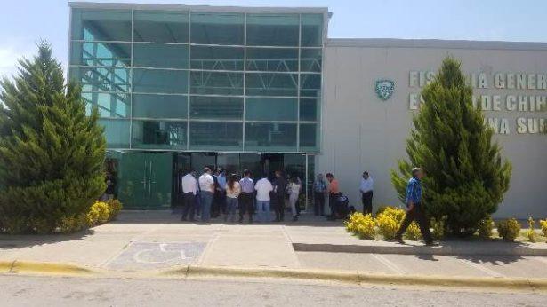 Manifestación en fiscalía; exigen la búsqueda y localización del lic. Terrazas