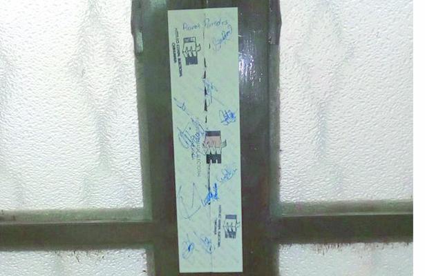 Violan sellos de clausura en la Asamblea Municipal de Santa