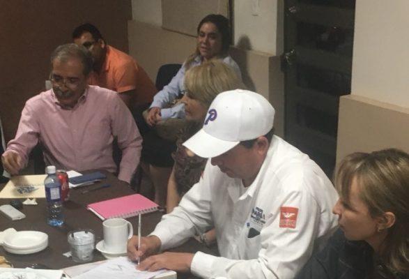 Firma y deja por escrito, los compromisos ante empresarios de COPARMEX Parral, El Profe Parga