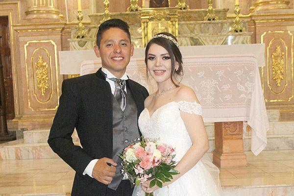Nallely y Javier unen sus vidas en sagrado matrimonio
