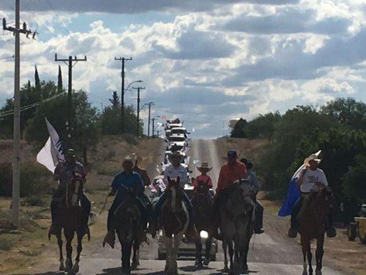 Reciben con Cabalgata y Caravana Vehicular al Profe Parga en Villa Matamoros