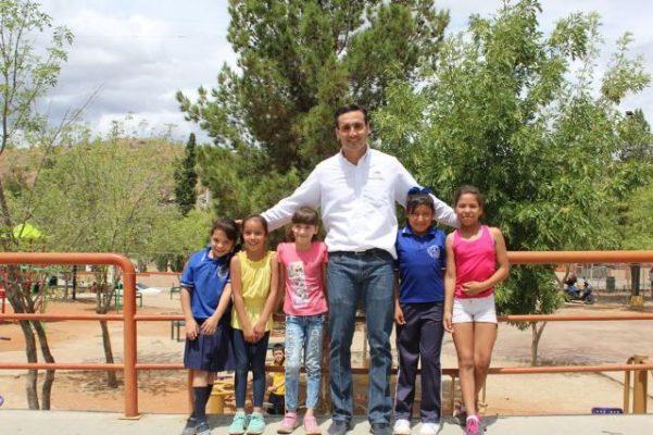 Son cerca de 16 mil estudiantes los que tendrán becas económicas o de útiles: José Luis Martínez