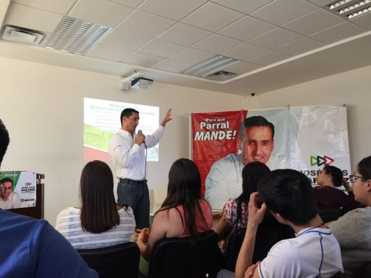 Jóvenes de la UTP con José Luis Martínez, habrá bolsa de trabajo a profesionistas