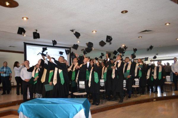 Se graduaron 304 en este semestre