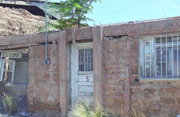 En riesgo de derrumbe 10 viviendas del centro