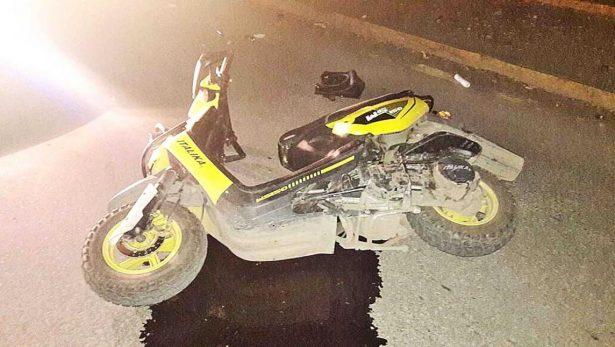 Derrapa un joven motociclista; resultó herido y lo hospitalizaron