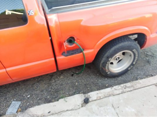 Vacían tanques de gasolina a vecinos de la colonia Praderas, así lo señala uno de los afectados