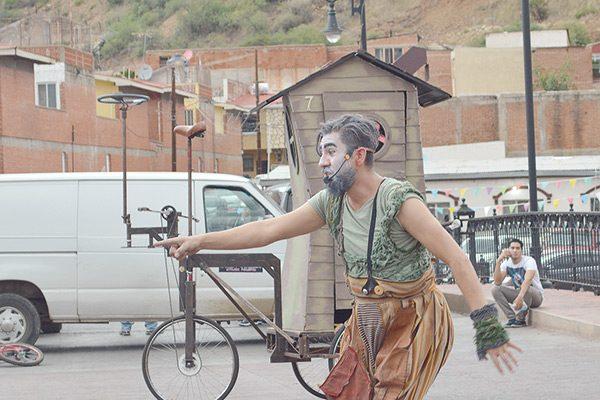Sigue la fiesta con el show de Los Titos y obras de teatro