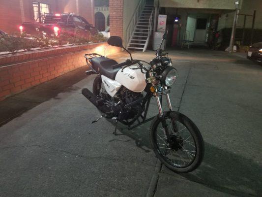 Atropellan a motociclista en la calle del Rayo, quedando tendido el afectado sobre la arteria