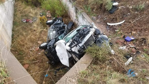 Choque y volcadura deja seis heridos