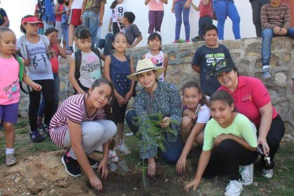 Celebra DIF el Día del Árbol
