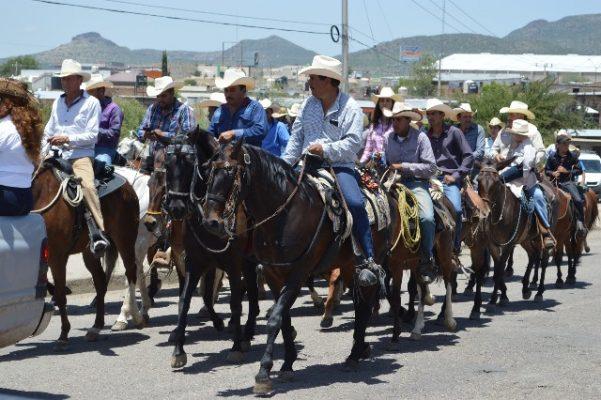 [Galería] Arriban jinetes provenientes de Guadalupe y Calvo a la ciudad