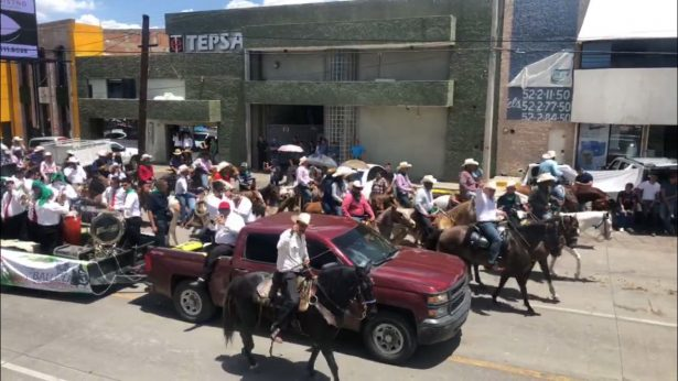Balleza se hizo presente en la Cabalgata Villista con más de 300 jinetes