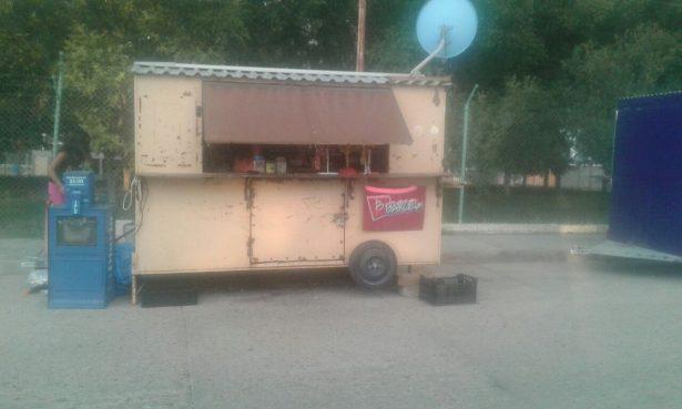 Amantes de lo ajeno pegan a puesto de dulces frente al IMSS en Allende