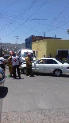 Aparatoso accidente entre dos automotores en la colonia Morelos