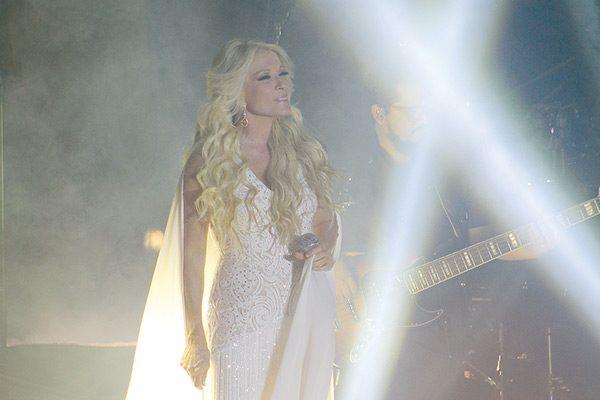 Yuri presentó espectacular concierto en Jornadas Villistas