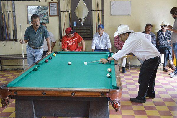 Billar Victoria: 50 años entre el Pool y las charlas de amigos