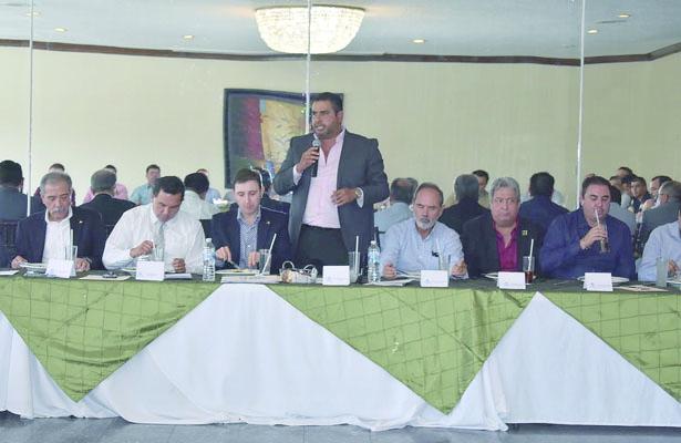"""Participa Alfredo Lozoya en """"Encuentro de empresarios por Parral"""""""