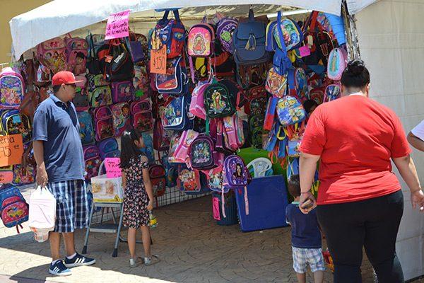 Disminuyen 40% las ventas en la feria de útiles escolares