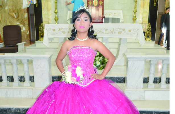 Karla Denisse Cruz Fuentes celebra sus XV años