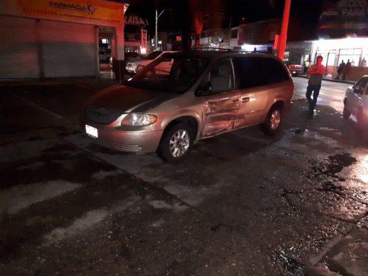 Se impactan vehículos en la avenida Ortiz Mena dejando daños materiales
