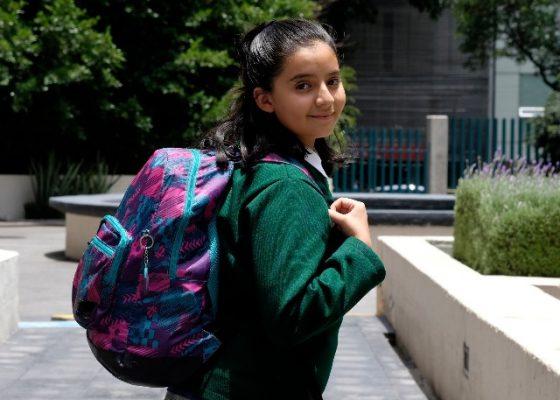 Exceso de peso en las mochilas provoca daño en niños, alertan medicos del IMSS