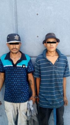 Con un auto estéreo, una pila y micrófono de radio, fueron capturados dos sujetos amantes de lo ajeno.