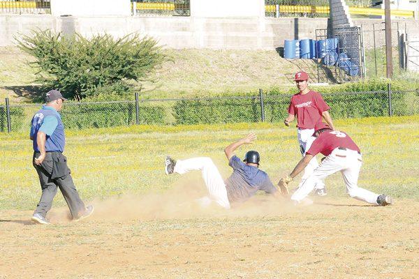Norma Valles pega primero en playoffs del beisbol máster
