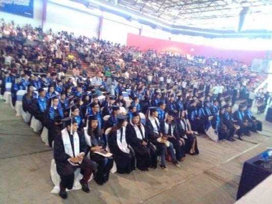 Premian a alumnos de generación 10