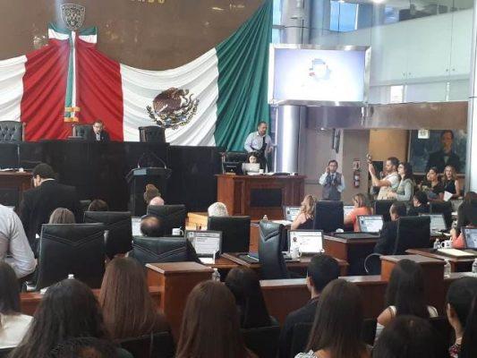 Guardan un minuto de silencio en honor a Uriel Loya en el congreso del estado