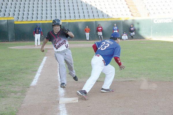 """""""Piluyo"""" García sigue con vida en playoffs del beisbol súper máster"""