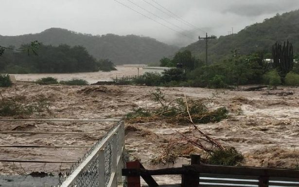 Desalojos, inundaciones y deslaves por tormentas; se desborda el río Urique