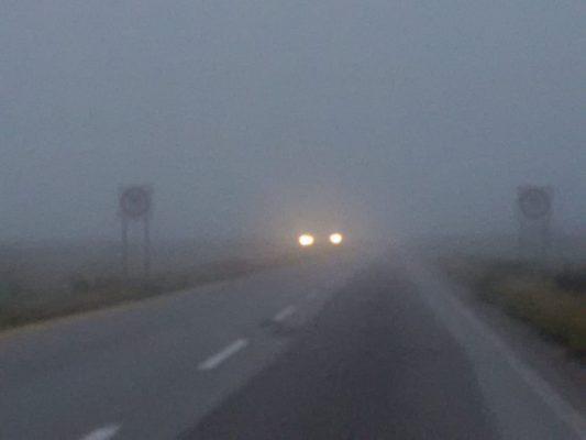 Recomienda Policía Federal transitar con precaución sobre las carreteras, debido a la neblina que se encuentra sobre las mismas.