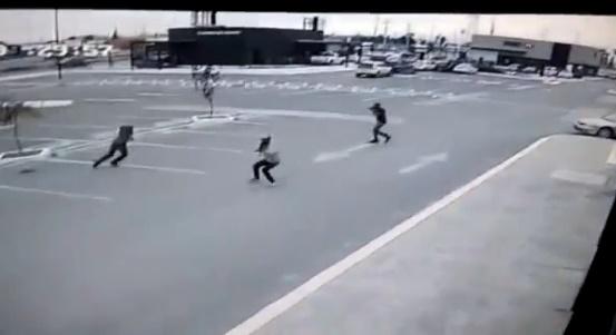 Video | Muestran imágenes como policías estatales fueron atacados en Juarez
