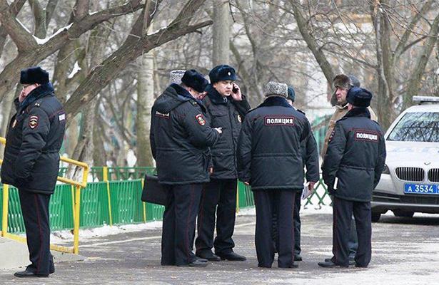 Hombre armado mata a dos personas y hiere a tres en Moscú